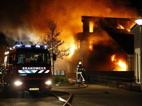 Grote brand door mogelijke aanslag verwoest villa in Etten-Leur