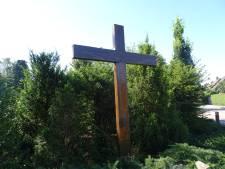 Kruisbeeld gevraagd voor Lennisheuvel, tegen elk aannemelijk bod