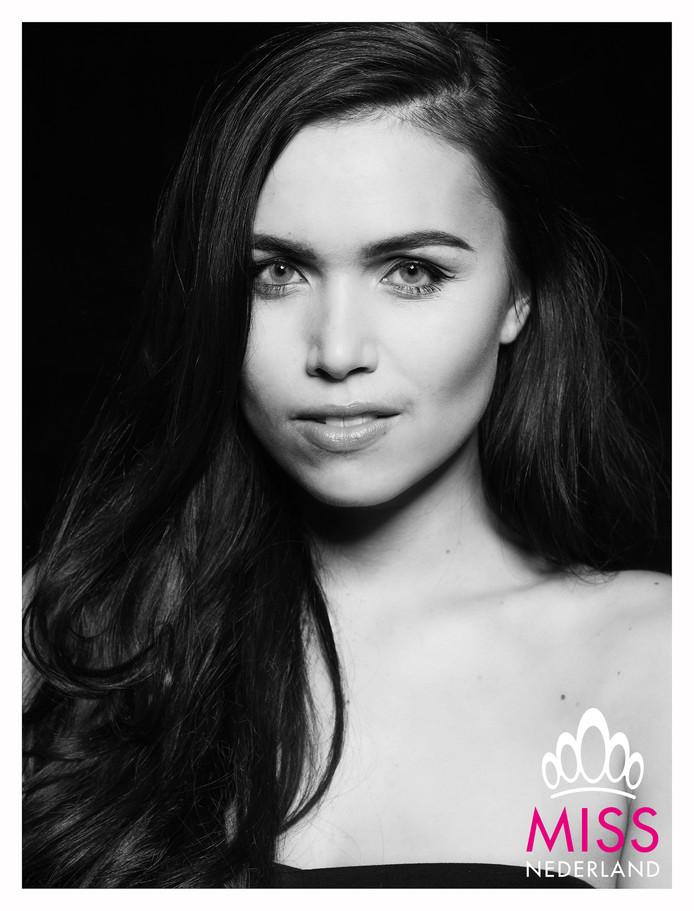 Deborah van Hemert uit Heinkenszand is één van de twaalf finalisten die strijden om de titel 'Miss Nederland'.