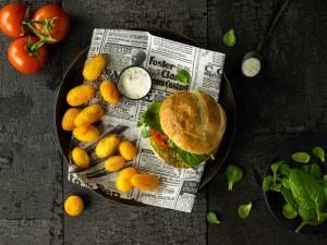Wat Eten We Vandaag: Broccoli-doperwtenburger met krieltjes