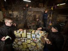 Wagenbouwers carnavalsclub Boskamp geven sneak preview tijdens open dag
