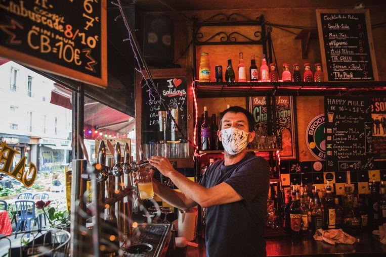 Vanaf augustus moeten bezoekers in Frankrijk een coronapas hebben om naar het cafe te kunnen gaan.  Beeld Aurélie Geurts