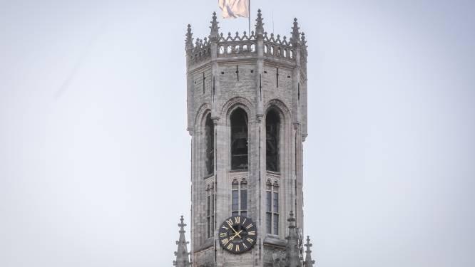Brugge herdenkt slachtoffers van noodweer met klokkenspel, sirenes en vlaggen halfstok