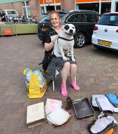 Bekende Eindhovense dakloze Lily (50) in zak en as na afbranden camper: 'Ik heb eerst tien minuten staan huilen voordat ik er naartoe durfde'
