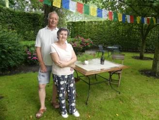 """Dirk (66) en Annie (64) al jaren in de bres voor Indisch geboortedorp van adoptiedochter Niki (36): """"Het is geleden van april 2019 dat we haar familie bezochten en we missen hen enorm"""""""