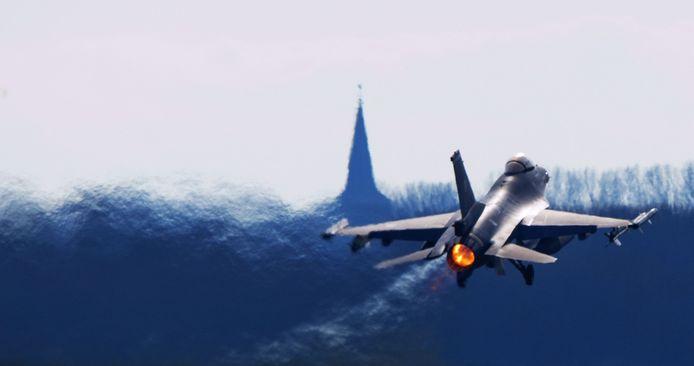 Een F-16 vloog vorig jaar twee weken op met BioFuel aangelengde kerosine.