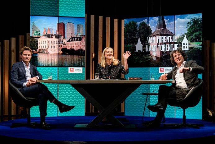 Sigrid Kaag, geflankeerd door haar ondervragers Sander Schimmelpenninck en Peter Paul Verbeek.