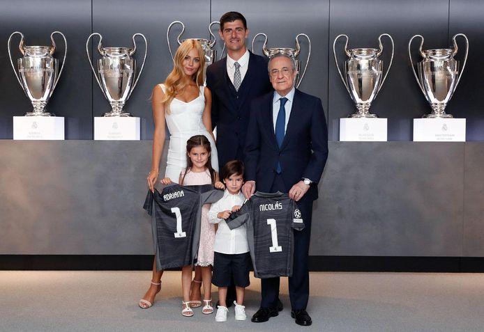 Samen met Thibaut, toen hij eergisteren voor 5 jaar bijtekende bij Real Madrid.