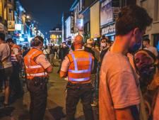 Genekt door schoenafdruk: jongeman (22) krijgt werkstraf en fikse boete voor het springen op auto aan Overpoort