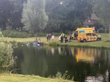 Buurman springt het water in om vrouw uit auto te halen: 'Je denkt niet na en komt in actie'