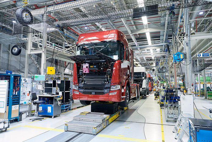 In productielocatie van Scania in Zwolle normaal gesproken zo'n tweehonderd trucks per dag van de band