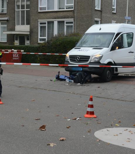 Scootmobieler gewond bij aanrijding met bedrijfsbusje