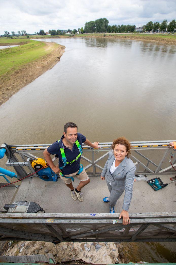 Inspectie van de Maasbrug van Maaseik. Lydia Peeters en Kristof Maes