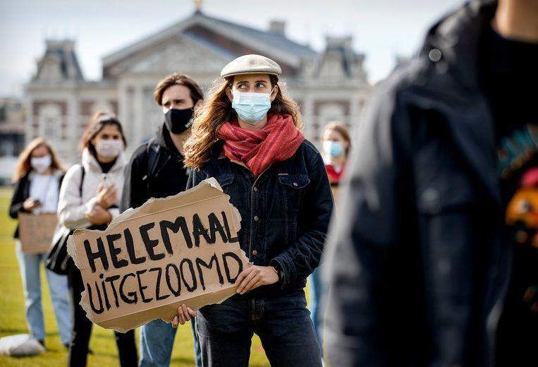 Jongeren protesteerden vorig jaar op het Museumplein tegen online onderwijs: veel studenten kunnen niet afstuderen. Beeld Hollandse Hoogte /  ANP
