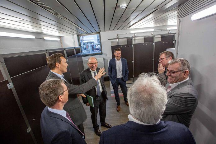 Minister Koen Geens kreeg een rondleiding van Bart Claes, manager bij G4S Care.