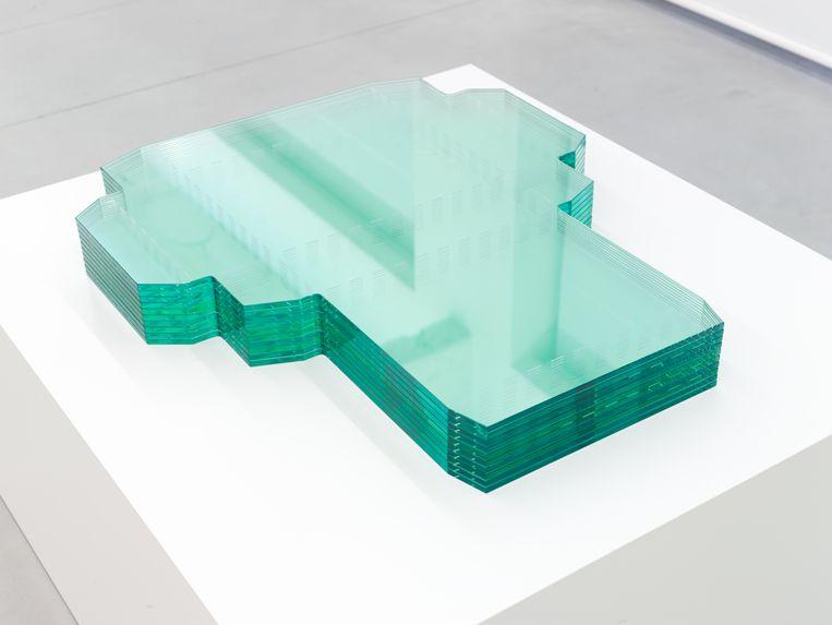 'Box' van Arocha-Schraenen, vilt en geëmailleerd voetstuk, 2013. Beeld Pieter Huybrechts