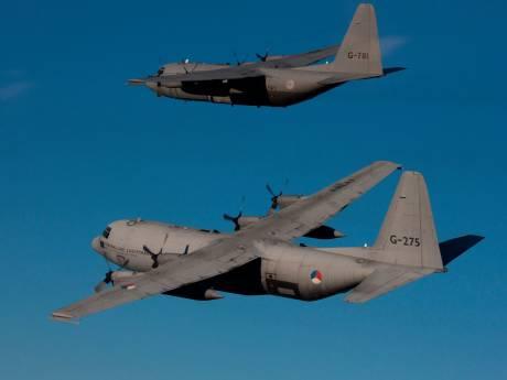 Trillende ruiten: vier vliegtuigen oefenen laag boven Amersfoort