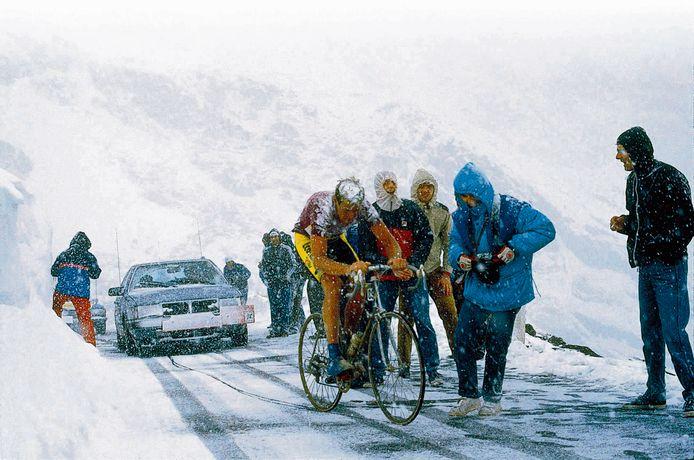 Johan van der Velde op de Passo di Gavia  in de Giro van 1988.