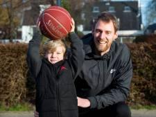 Vijf operaties kregen boomlange basketballer Henk Norel niet klein, de angst voor de zesde wel
