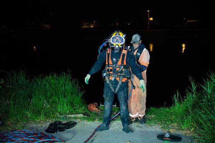 Auto belandt in Tilburgs kanaal