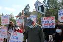 Demonstranten protesteren tegen de Cyprische songfestivalinzending.
