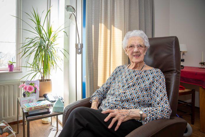 Aaltje Paulusse-Priester mag op haar 108e verjaardag weer bezoek ontvangen.