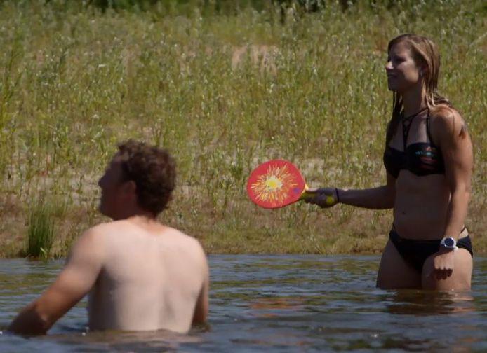 Paula slaat een balletje over met concurrente Marit, Wim doet niet mee.