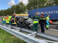 Auto knalt op vrachtwagen op A12 bij Reeuwijk