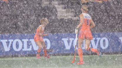 Noodweer houdt Oranje-vrouwen niet tegen op EK hockey