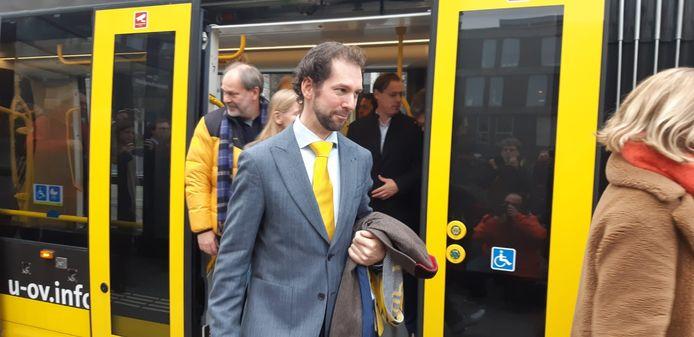 Gedeputeerde Arne Schaddelee (CU) reist zelf met de tram waarvoor hij verantwoordelijk is.