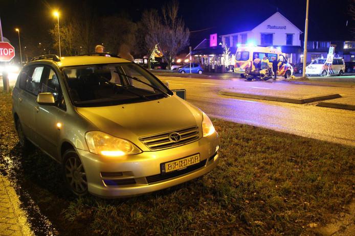 Zowel de motor als de auto raakten beschadigd bij het ongeluk.