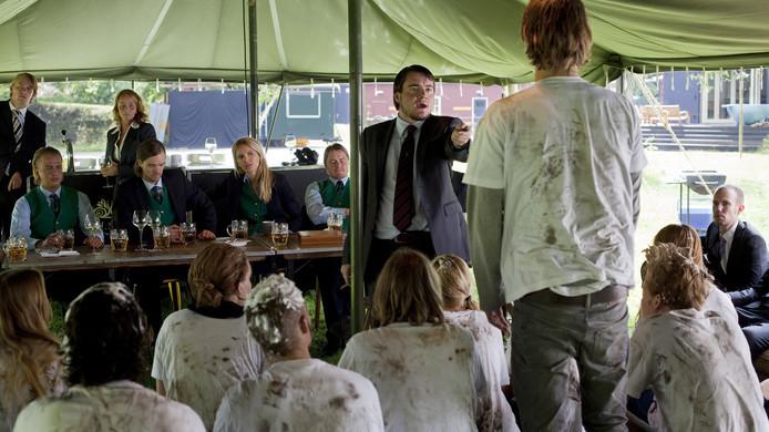 Beeld van de fictieve ontgroening van de studentenvereniging in de BNN-serie Feuten.