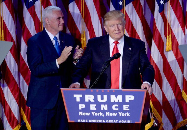 De pas verkozen president Donald Trump (r.) en zijn vicepresident Mike Pence, die de leiding van het transitieteam overgenomen heeft van Chris Christie. Beeld Photo News