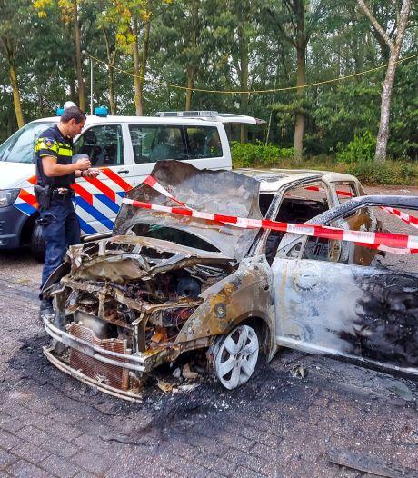 Geparkeerde auto uitgebrand op Staddijk in Nijmegen