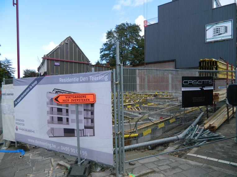 Op de hoek van de Boomgaard met de Stationsstraat wordt volop gebouwd aan nieuwe appartementen.