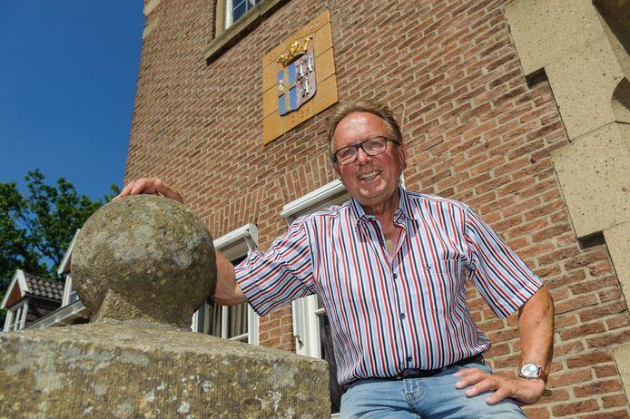 Raadslid Gerard Flinkers van Lokaal Dinkelland ergert zich aan de vele besloten vergaderingen in zijn gemeente. Zijn partij boycot daarom de vergadering van woensdagavond.
