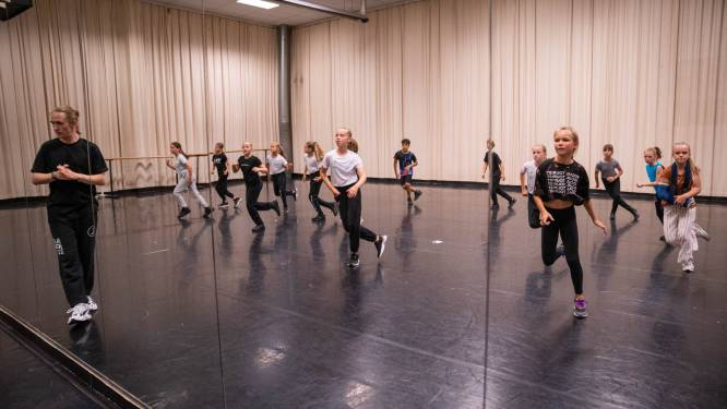 """Studio Dansemble start met eerste échte dansseizoen: """"Zo blij om iedereen weer live te mogen verwelkomen"""""""