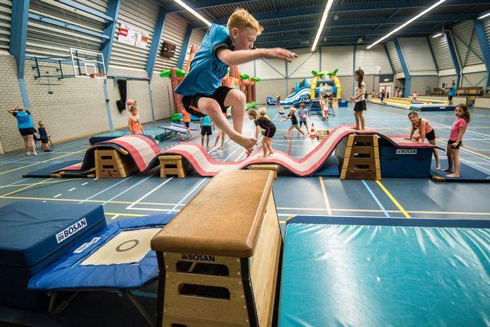 Aan het afsluitende springfestijn deden maar liefst 80 kinderen mee