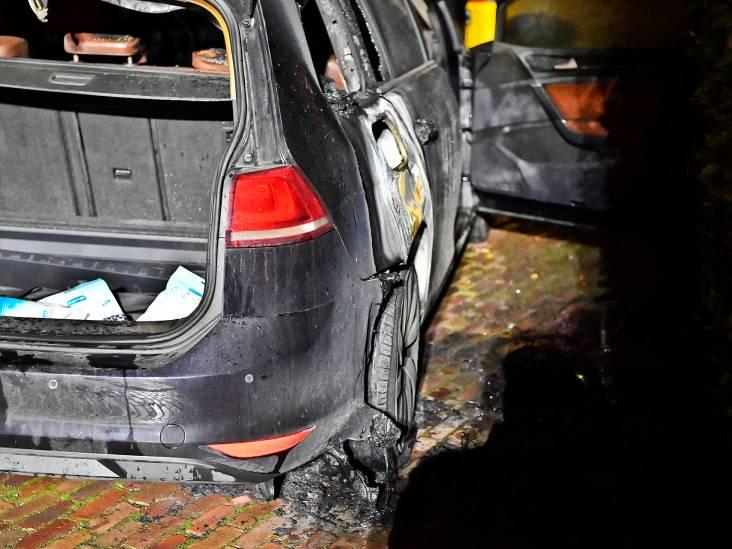 Bewoners ademen rook in bij autobrand in Westerhoven