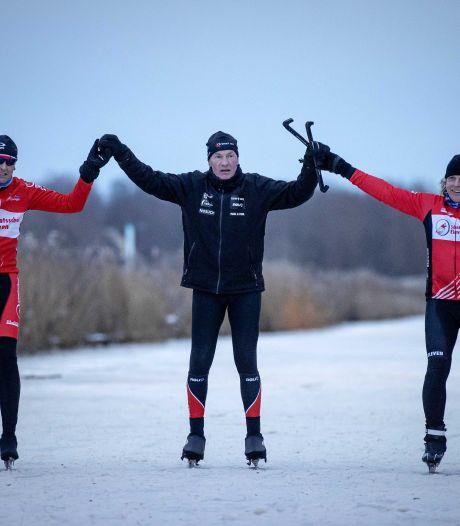 Laatste winnaar Elfstedentocht glijdt over de finish op Bonkevaart