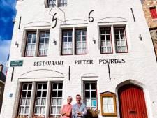 """Na 30 jaar heeft restaurant Pieter Pourbus nieuwe uitbaters: """"Spannend, zo'n eigen zaak. Maar we kennen het klappen van de zweep"""""""