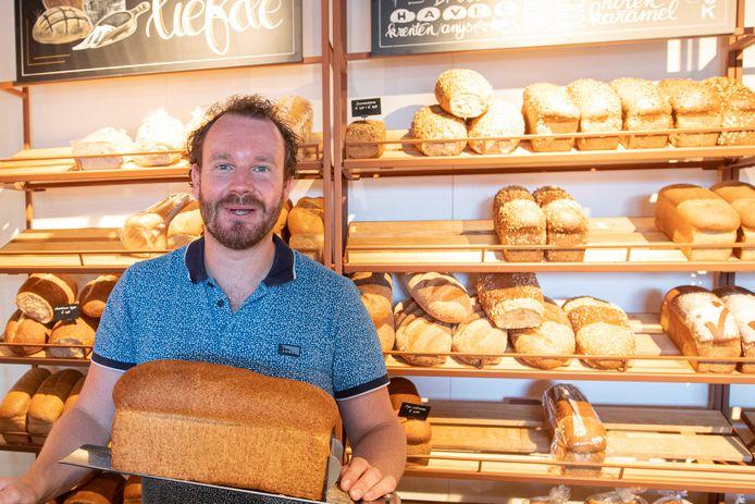 Mark van der Most in het nieuwe pand van de gelijknamige bakkerij in Lemelerveld.