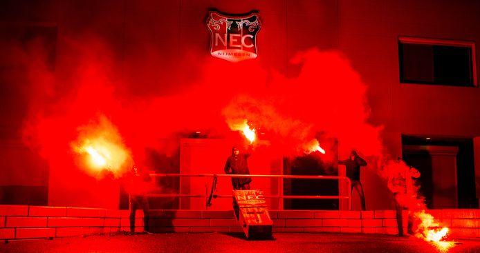 Supporters van HKN bij een eerdere sfeeractie bij NEC-stadion Goffert.