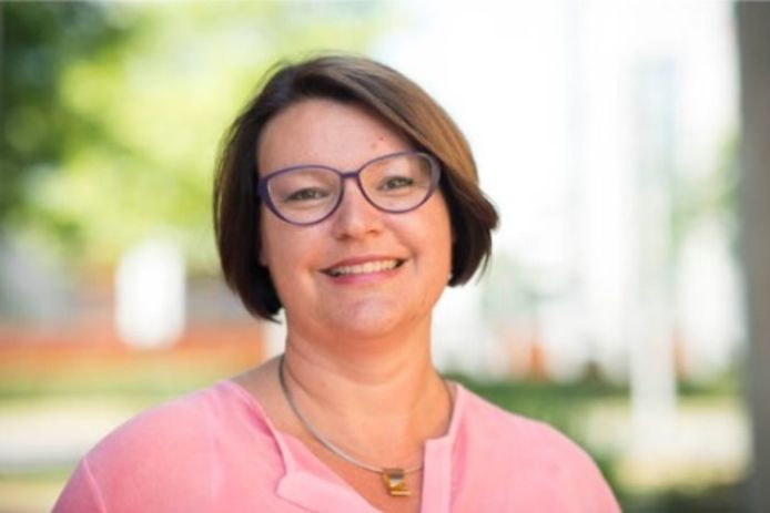 """SVRZ-bestuurder en woordvoerder van de Zeeuwse verpleeghuizen Angela Bras: ,,Het is spannend en soms nog wat onwennig, maar we zijn vooral ontzettend blij dat families weer herenigd worden."""""""