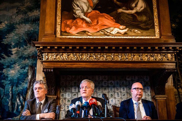 De burgemeesters Jack Mikkers ('s-Hertogenbosch), Theo Weterings (Tilburg) en John Jorritsma (Eindhoven) geven een toelichting op de Brabantse situatie met betrekking tot het coronavirus. Beeld ANP