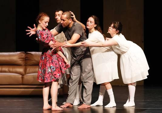 Beeld uit voorstelling Ontspoking van het Bredase dansgezelschap De Stilte