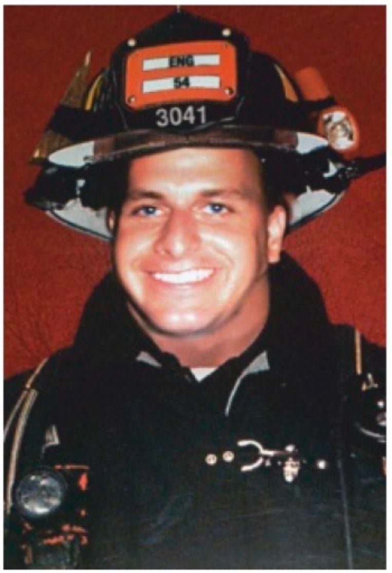 Christopher in zijn brandweeruniform. Hij was maar zeven weken in dienst toen hij stierf. Beeld