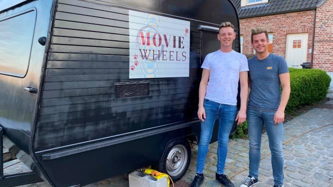 """Joris (30) en Laurent (23) bouwen cinema en game-paradijs op wielen: """"Totaalervaring met popcorn"""""""