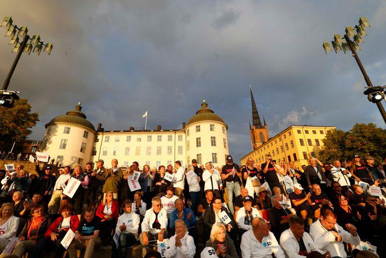 Zweden wonen een campagnebijeenkomst voor de SD bij in Stockholm. In totaal zijn ongeveer 7,4 miljoen kiesgerechtigde Zweden opgeroepen om hun stem uit te brengen. Naast een nieuw parlement kiezen ze ook nieuwe provincie- en gemeentebesturen.