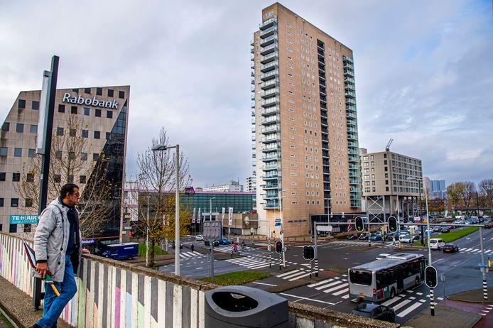 In woontoren Poort van Zuid aan de Strevelsweg vond de politie de enorme hoeveelheid coke. De daders gingen geregeld met big shoppers van de parkeergarage naar het appartement op de tiende etage.